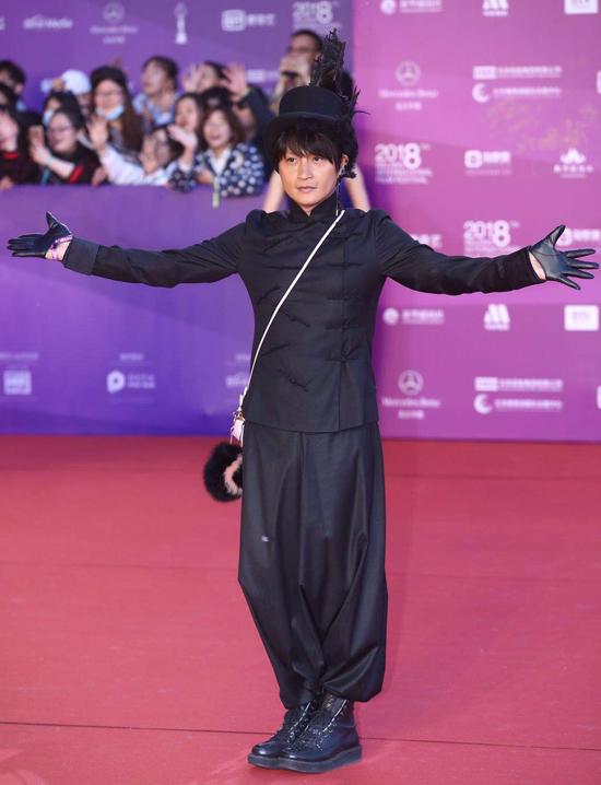 Thư Kỳ nhảy cùng 'Vi Tiểu Bảo' Trương Vệ Kiện