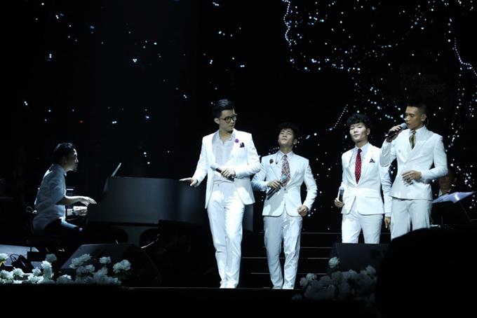 Hà Anh Tuấn liên tục hôn Mỹ Tâm trên sân khấu