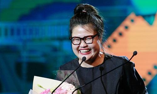 Hai đạo diễn Kay Nguyễn (ảnh) và Trần Bửu Lộc đạt được thành công trong phim đầu tay Cô Ba Sài Gòn. Tác phẩm thu về gần 60 tỷ ở phòng vé và được nhiều khán giả yêu thích.