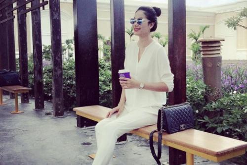 Những chiếc túi giá trăm triệu đồng của Phạm Hương