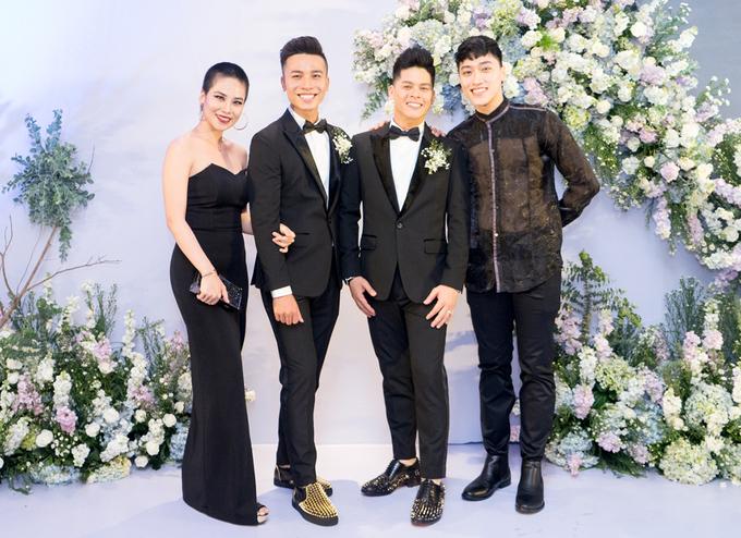 Trấn Thành dự tiệc cưới John Huy Trần và bạn trai