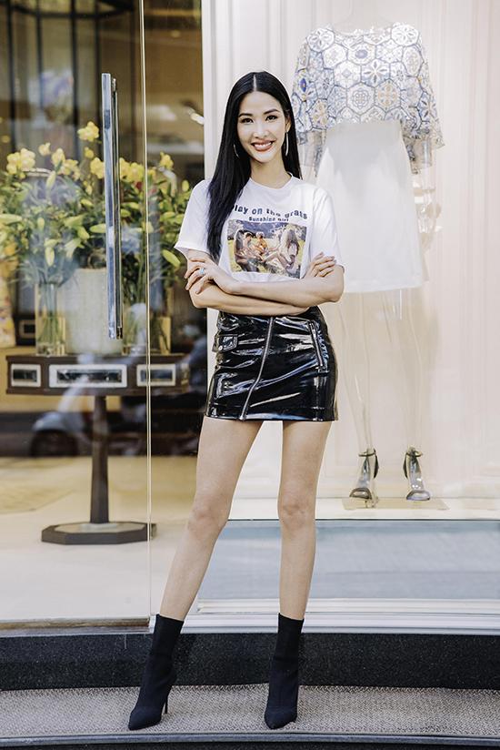 Jun Vũ, H'Hen Niê thử đồ đi xem show Công Trí