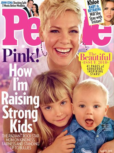 Pink và hai con trên trang bìa People.