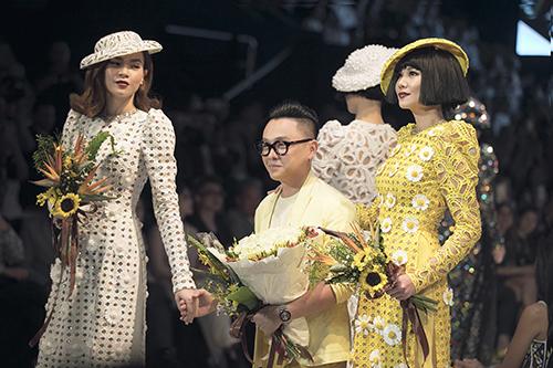 Công Trí bên hai nàng thơ Hồ Ngọc Hà (trái) và Thanh Hằng.