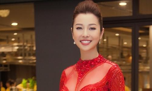 Jennifer Phạm mặc đầm dạ hội tôn vòng một