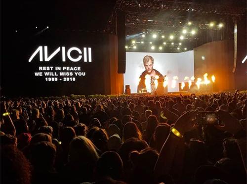 Hàng nghìn người tưởng nhớ DJ Avicii ở lễ hội Coachella
