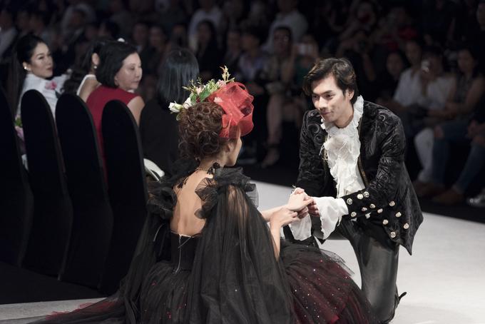 Lan Khuê ngã ở show thời trang vì trang phục cồng kềnh