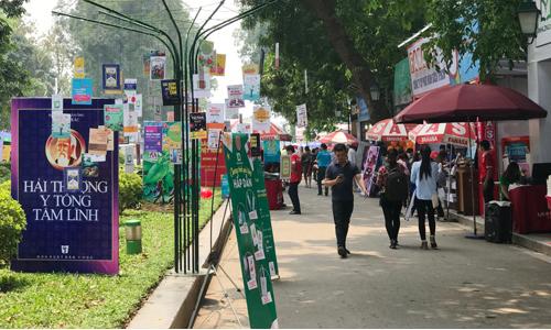 Hội sách Hà Nội 2018 quy tụ hơn 100 gian hàng của 80 đơn vị nhà nhà sách, xuất bản.