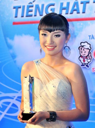 Tiêu Châu Như Quỳnh sinh năm 1992 tại TP HCM, là cháu gái của ca sĩ Lam Trường. Người đẹp được biết tới lần đầu khi đoạt giải ba cuộc thi Tiếng ca học đường 2009 và giải nhất Ngôi sao tiếng hát truyền hình TP HCM cùng năm.