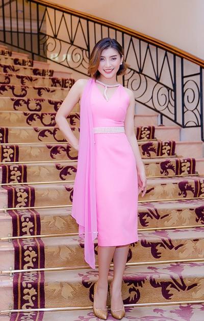 Năm 2016, Như Quỳnh xuất hiện trong một sự kiện với váy cut-out thanh lịch.