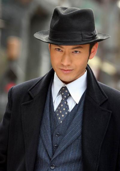 Vẻ nam tính, lãng tử của Hiểu Minh trong Tân Bến Thượng Hải hút hồn fan nữ.