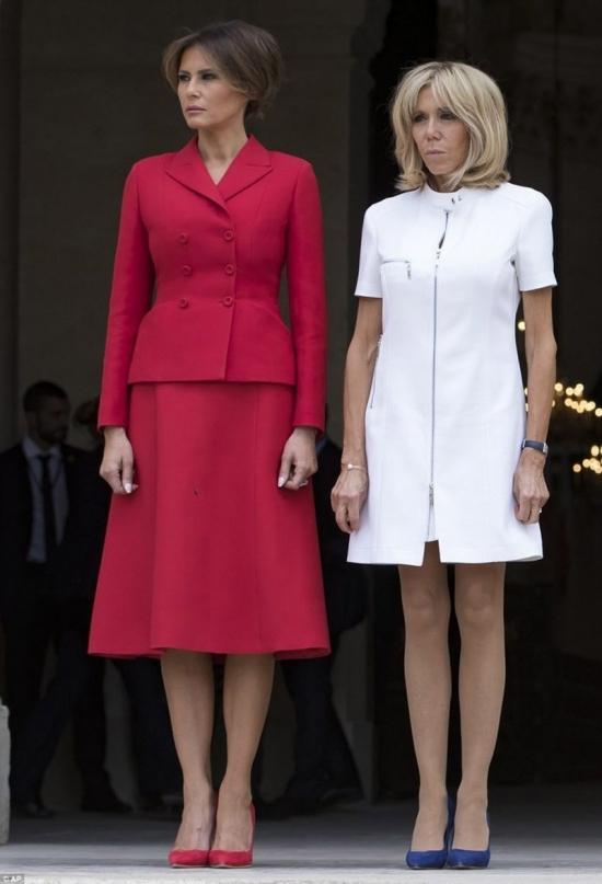 Trang phục hợp mốt mang thông điệp của Melania Trump