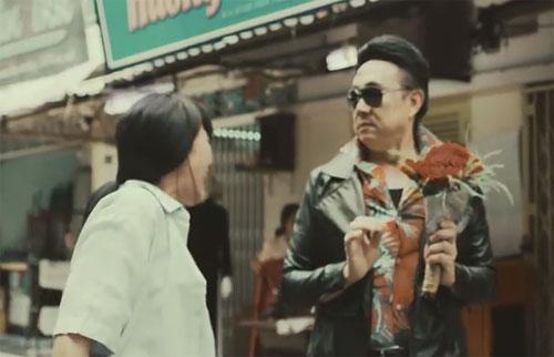 Danh hài Chí Tài (phải) và nữ ca sĩ Phương Thanh trong một cảnh quay.