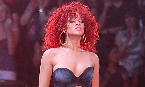 Rihanna chuộng mặc đồ lót như áo thường