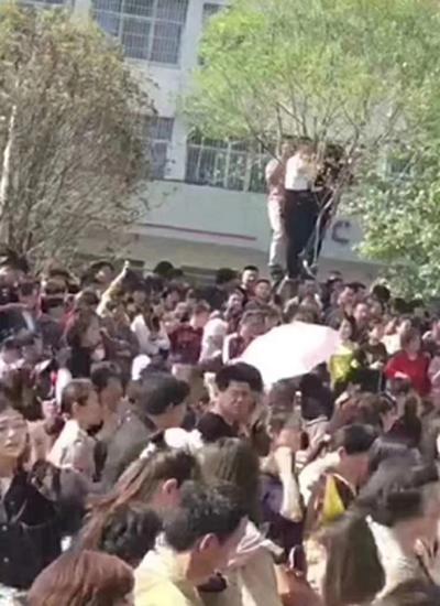 Để đảm bảo an toàn, Lâm Chí Dĩnh và ban tổ chức hủy sự kiện. Tài tử quay một đoạn video cảm ơn sự ủng hộ nhiệt tình của khán giả. Đồng thời, anh kêu gọi fan chú ýan toàn.