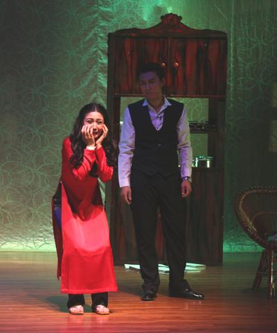 Khán giả vừa sợ vừa cười khi xem kịch 'Con ma nhà họ Hứa'