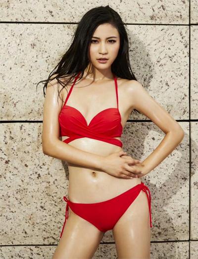 Tần Mỹ Tú là Á hậu 2 cuộc thi Miss Universe China 2017. Cô cao 1,79 m.