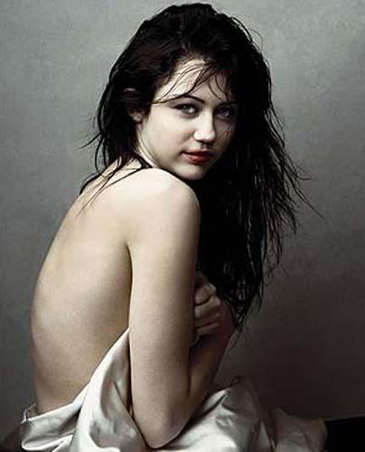 Bức ảnh Miley Cyrus thực hiện cho tạp chí Vanity Fair ở tuổi 15.