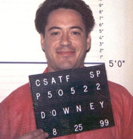 Robert Downey Jr. khi bị bắt năm 1999.