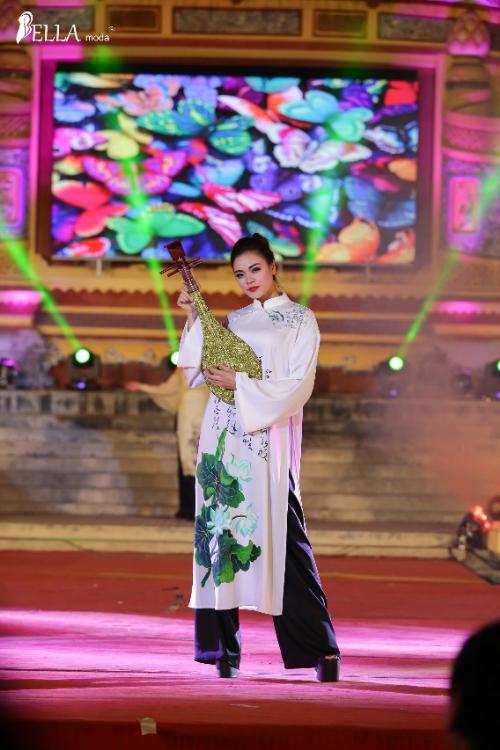 Bella Moda trình diễn BST 'Nét xưa' tại lễ hội Áo dài Festival Huế