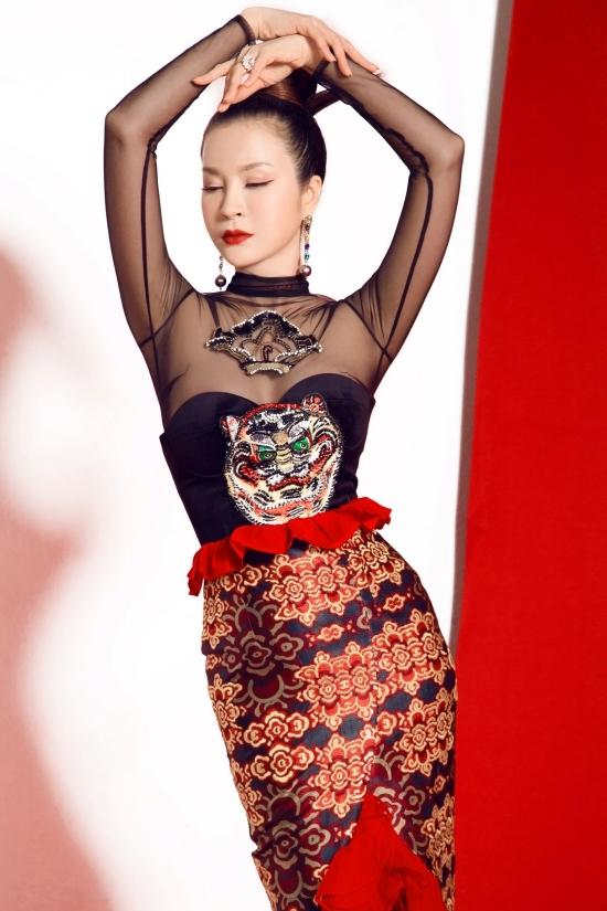Thanh Mai diện váy 'một mất một còn'