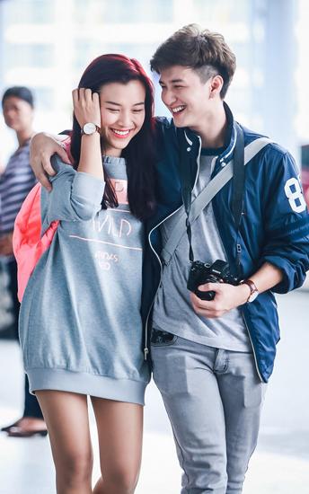 Huỳnh Anh thuộc mẫu người không ngại ngùng thể hiện tình cảm khi yêu. Năm 2014, anh và á hậu Hoàng Oanh xác nhận hẹn hò. Tuy nhiên, ba năm sau, cả hai tuyên bố chia tay. Tuy không còn liên quan đến tình cũ nhưng hai người vẫn thường xuyên trò chuyện, giúp đỡ nhau trong công việc.