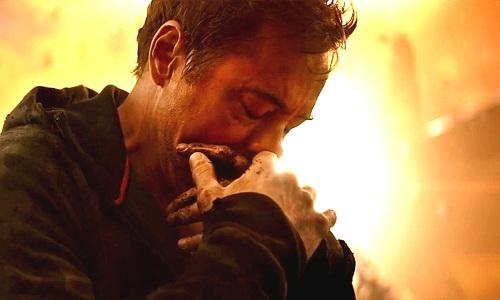 Tony Stark đau đớn trước cái chết của các đồng đội.