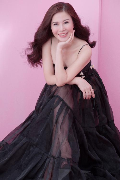 Ekip thực hiện: Stylist Đinh Thành Long, Make up: Kuny Lee, Photo: Milor Trần, Costume : Le s Art, Nguyễn Minh Công