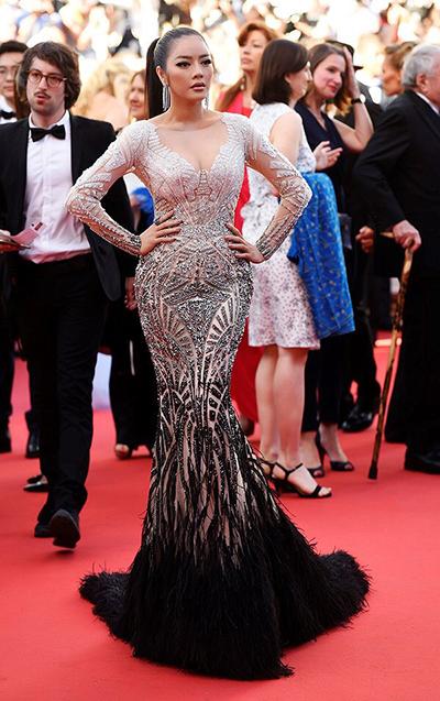 Lý Nhã Kỳ diện đầm Lê Thanh Hòa tại Cannes 2017.