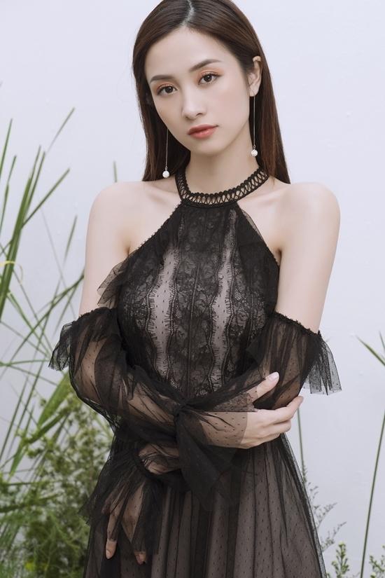 Jun Vũ gợi ý diện váy ren xuyên thấu
