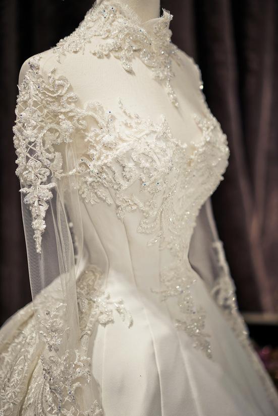 Ba bộ váy cưới giá trăm triệu của Diệp Lâm Anh