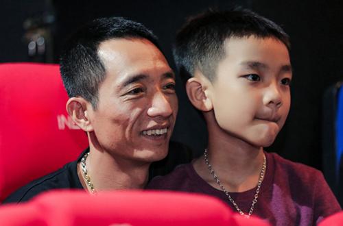 Chồng và con trai Hải Yến đến mừng cô ra sản phẩm âm nhạc ngày 5/5.