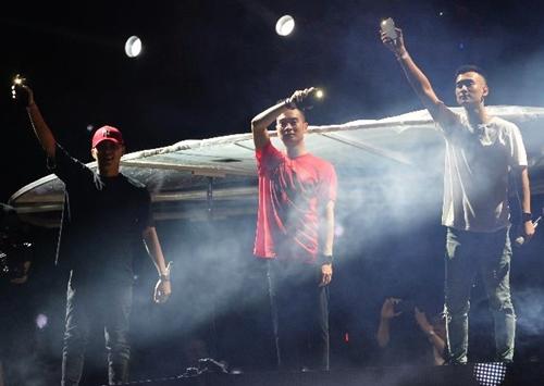 Nim&Slim, DJ Minh Trí, Hanzoi, Howning& cháy hết mình trên sân khấu