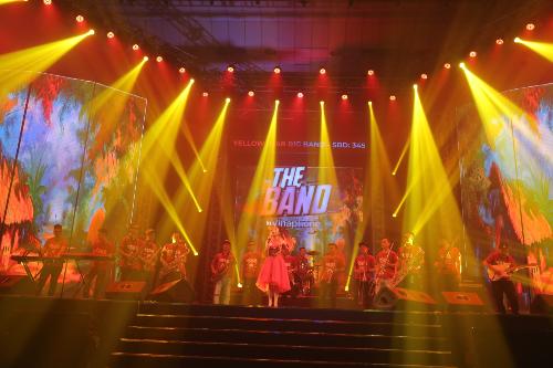 Yellow Stars Bigband với 17 thành viên.