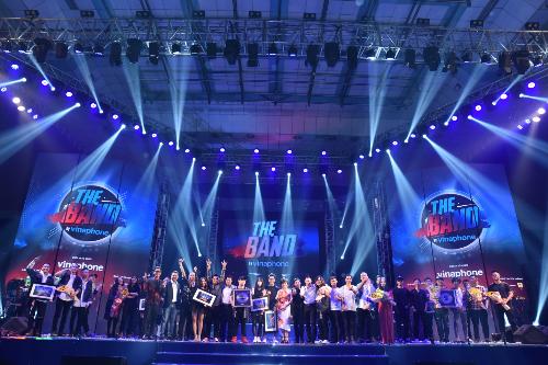 Các nhóm nhạc chụp ảnh kỷ niệm trong đêm chung kết toàn quốc.