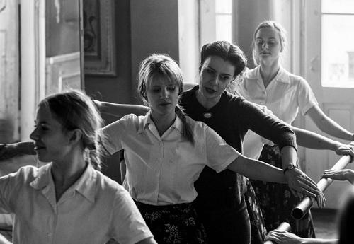 Dù mang tên Cold War (Chiến tranh lạnh), phim mới củaPaweł Pawlikowski không khai thác cuộc đấu tranh của các cường quốc mà chỉ tập trung vào một nhóm nhỏ người Ba Lan trong giai đoạn này.