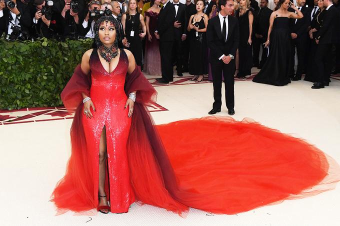 Sao mắc lỗi trang phục, làm đẹp ở Met Gala