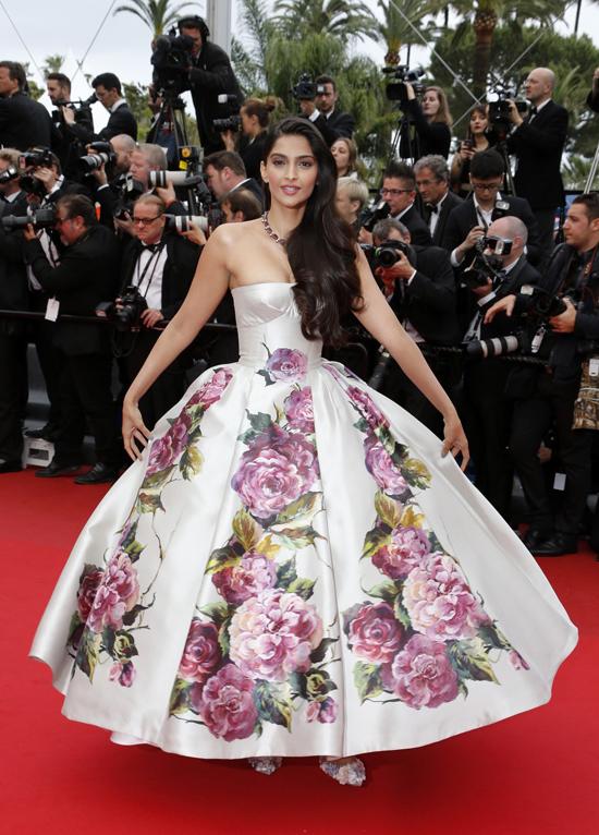 Vẻ quyến rũ của minh tinh Ấn Độ qua các mùa Cannes