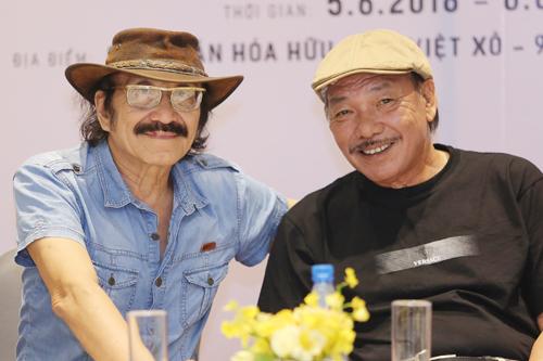 Trần Tiến (phải) cho biết trong nhóm ông chơi thân nhất với Nguyễn Cường.