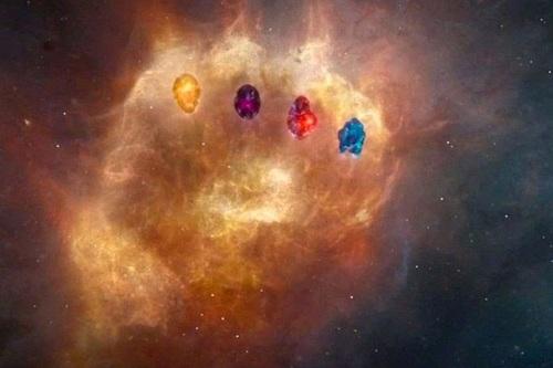Viên đá Linh hồn (Soul Stone, màu cam) có thể trở thành chìa khóa để các người hùng lật ngược tình thế.