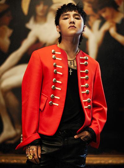 Một thiết kế nổi bật trong Chạy ngay đi là chiếc áo khoác mang phong cách quân đội đến từ nhà mốt Burberry có giá 1.245 bảng (38,3 triệu đồng).