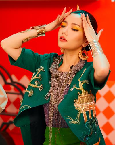 Bích Phương mặc trang phục của người Chăm Pa trong MV.