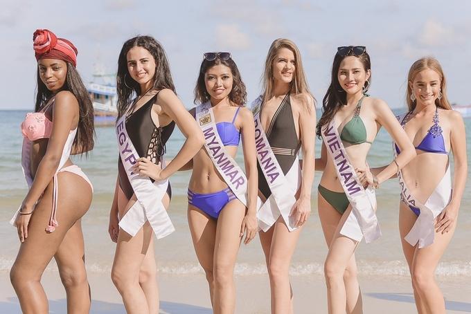 Người đẹp Nữ hoàng Du lịch Quốc tế diện bikini trước biển