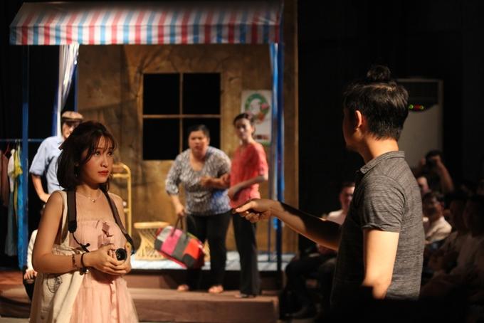 Khán giả khóc, cười vì tình người Sài Gòn trong kịch sân khấu 5B