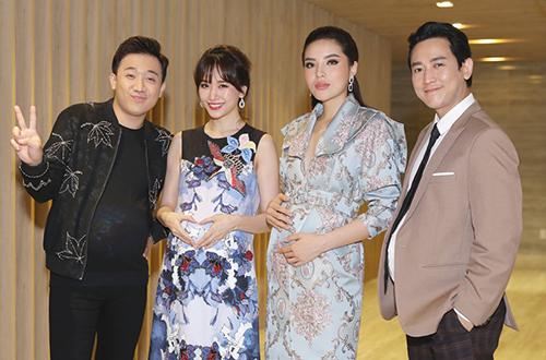 Từ trái sang: Vợ chồng Trấn Thành - Hari Won, hoa hậu Kỳ Duyên, diễn viên Hứa Vĩ Văn.