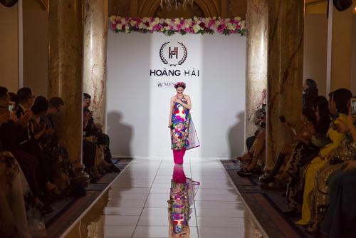 Tại sự kiện, ca sĩ Đinh Hiền Anhthể hiện ca khúc mang âm hưởng dân ca Bắc Bộ - Đêm ả đào. Bản hòa âm đặc biệt này được dùnglàm nhạc nền trong phần trình diễn áo dàivà đầm dạ hội Haute Couturte mới nhất của Hoàng Hải.