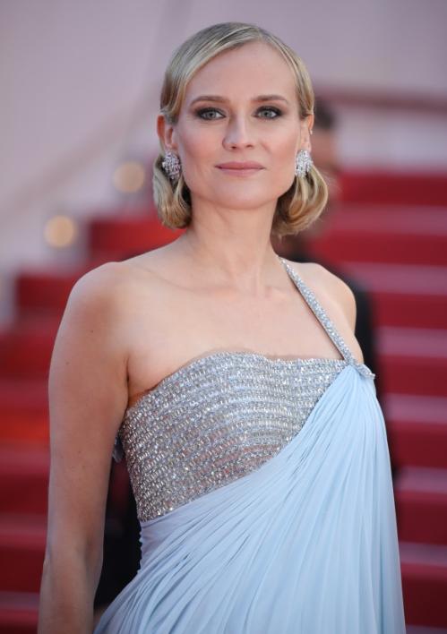 Nữ diễn viên người Đức Diane Kruger tỏa sáng với đôi hoa tai vàng trắng 18 ct nạm kim cương (27,48 ct) từ bộ sưu tập Haute Joaillerie. Cô cũng chọn 2 chiếc nhẫn kháccủa Chopard để xuất hiện tại sự kiện. Năm nay côlà mộtthành viên trong ban giám khảo Tropheé Chopard để chọn ra 2 diễn viên nam và nữ triển vọng của ngành công nghiệp điện ảnh thế giới.