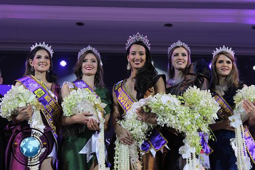 Chung kết cuộc thiMiss Tourism Queen International 2018 diễn ra tại Bangkok, Thái Lan tối 16/5. Ngôi vị cao nhất thuộc về người đẹp Brazil (giữa), các vị tríÁ hậu 1, 2, 3, 4 lần lượt thuộc về người đẹp Tatarstan, Bỉ (váy xanh lá cây), Romania (phải), Thái Lan (trái).