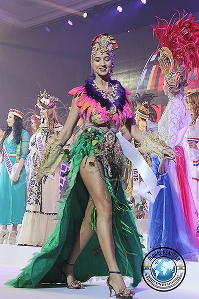 Người đẹp Brazil trong phần thi Trang phục dân tộc.