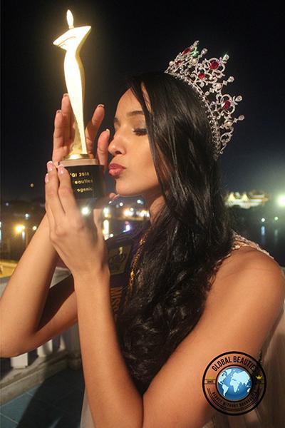 Ngoài giải thưởng 10.000 USD tiền mặt, Camila Reis còn trở thành đại sứ du lịch của Thái Lan trong một năm giữ ngôi hoa hậu.